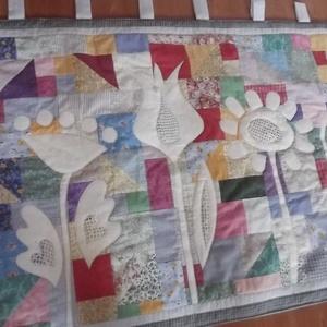 Virágos falvédő sok-sok kicsi részből (vancsavarr) - Meska.hu