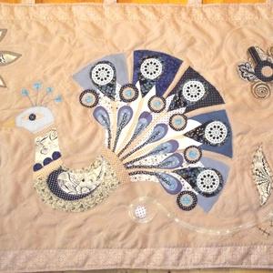 Pávás falvédő 200 x 70 cm, Otthon & Lakás, Lakástextil, Ágytakaró, Patchwork, foltvarrás, Meska
