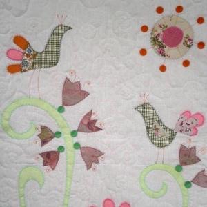 Virágoskert - textil falikép 60 x 80 cm, Otthon & Lakás, Lakástextil, Falvédő, Patchwork, foltvarrás, A faliképet kedvenc óvodámnak készítettem, de megmutatom, hátha szeretnél hasonlót.\nMintás pamutvász..., Meska