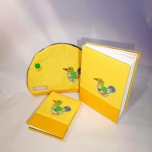 Madaras szett, kézműves kötésű könyvekkel, sárga. Szettben olcsóbb!, Táska & Tok, Patchwork, foltvarrás, Könyvkötés, Vidám, kedves, praktikus.\nA6-os méretű kiskönyv, 48 sima, törtfehér lappal. Még egy hasonló, A5-ös m..., Meska