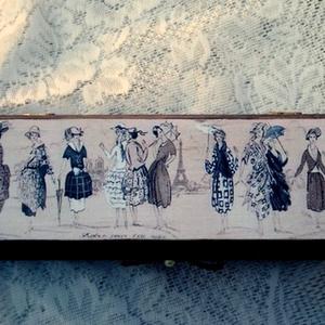 Doboz nőknek, Lakberendezés, Otthon & lakás, Tárolóeszköz, Doboz, Decoupage, transzfer és szalvétatechnika, Egy 21x5x7 cm-es dobozt készítettem el csak nőknek.\nA doboz oldalát barna szalaggal és masnival hang..., Meska