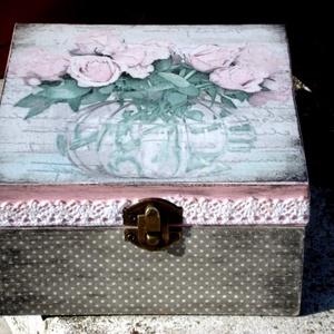 Rózsa...(teás, ékszeres, kincses doboz), Lakberendezés, Otthon & lakás, Tárolóeszköz, Doboz, Decoupage, transzfer és szalvétatechnika, 4 rekeszes teásdoboz egy váza virággal.\nAz oldalát festettem és pöttyöztem, csipkével díszítettem.\n\n..., Meska