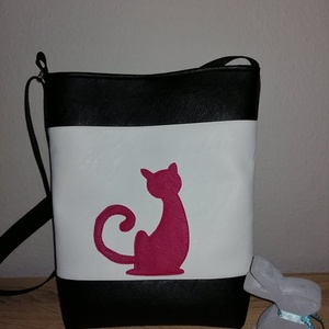 Cicás táska, Vállon átvethető táska, Kézitáska & válltáska, Táska & Tok, Varrás, Pink fekete fehér cicás táska jó minőségű  textilbőrből készült.\nA táskában egy zseb található. a tá..., Meska