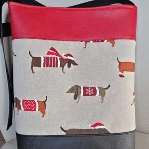 Tacskós táska , Vállon átvethető táska, Kézitáska & válltáska, Táska & Tok, Varrás, Textilbőrböl és designer vászonból készült táska\n32cm széles. 36cm magas\nPántja 145cm állítható ..., Meska
