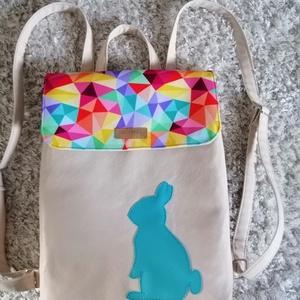 Nyuszis hátitáska, Táska & Tok, Variálható táska, Varrás, Vidám tavaszi mintas vízhatlan cordurából és sima Textilbőrböl készült 2 felé képpen hordható. Belse..., Meska