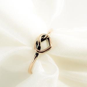 love knot - vörösréz gyűrű, Ékszer, Gyűrű, Ékszerkészítés, Fémmegmunkálás, \n\nvékony, forrasztott, jelképes gyűrű csomót vagy szívet formázva. Kiváló anya- lánya ékszer, barátn..., Meska