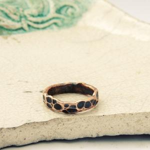 rusztikus vörösréz gyűrű, Vékony gyűrű, Gyűrű, Ékszer, Ékszerkészítés, Ötvös, vörösrézből készítettem egyszerű, rusztikus, nyers, orgnikus karika gyűrűt - kalapált-forrasztott-cs..., Meska