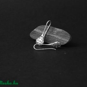 Kelet  varázsa fülbevaló, Ékszer, Fülbevaló, Medál, Ékszerkészítés, Ötvös, Ezüstből készítettem ezt az elegáns cseppformájú, fűrészelt, áttört mintájú fülbevalót. A növényi mo..., Meska