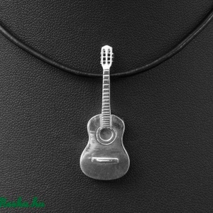 Akkusztikus gitár medál, Ékszer, Nyaklánc, Medál, Ékszerkészítés, Ötvös, A gitár csodálatos hangszer! Nem csak a hangja, de a formája is tökéletes. Sokféle hasznosítása léte..., Meska