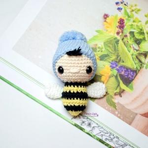 Horgolt méhecske kulcstartó, Gyerek & játék, Otthon & lakás, Dekoráció, Férfiaknak, Horgolás, Varrás, Szállítás Június első hete! :-)\n\nKedves méhecskés kulcstartót készítettem sok szeretettel. Kedves aj..., Meska