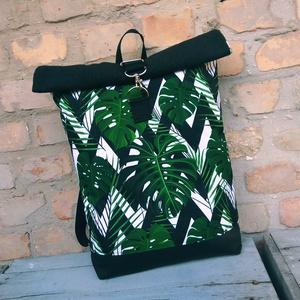 Leveles roll up hátizsák, Roll top hátizsák, Hátizsák, Táska & Tok, Varrás, Fekete műbőrrel és fekete bútorvászonnal készült hátizsák.\n2 zsebe van belül egy  nagy  zippes pedig..., Meska