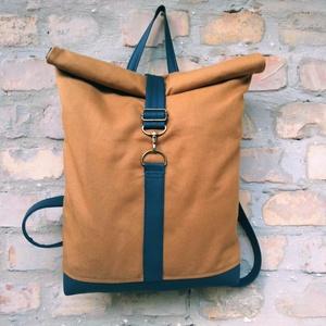 Mustár minimalist  roll up hátizsák, Roll top hátizsák, Hátizsák, Táska & Tok, Varrás, Mustár színű vászon és kék műbőr hátizsák.\n\n \n Bélése pamutvászon.Belül 2 zsebe van.\n\nMagassága:30-5..., Meska