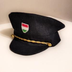 Rendőr sapka, Ruha & Divat, Jelmez & Álarc, Jelmez, Varrás, Farmer alapanyagból vászon béléssel készült rendőr tányérsapka.\nHátul szűkíthető.\nEgyedi méretben is..., Meska