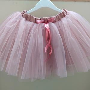 Tüll szoknya Fáradt rózsaszín ajándék hajpánttal, Ruha & Divat, Babaruha & Gyerekruha, Szoknya, Varrás, Kislányoknak tüll szoknyát készítünk barátnőmmel. \nA szoknya három rétegű, egy réteg princessz szaté..., Meska