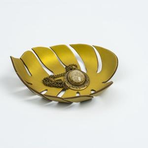 Arany levél tálka/Gyűrű tartó süthető gyurmából megrendelésre, Otthon & Lakás, Dekoráció, Asztaldísz, Gyurma, Festett tárgyak, Ez a trópusi szörny levél süthető gyurmából, kézzel készült, aprólékos munkával. Gyűrű, ékszer vagy ..., Meska