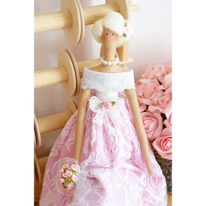 Baba XXI., Esküvő, Esküvői dekoráció, Nászajándék, Meghívó, ültetőkártya, köszönőajándék, Baba-és bábkészítés, Varrás, Ez a gyönyörű baba csipke és pamutvászon ruházatot visel madeira vállrésszel, gyöngyházfényű nyaklá..., Meska