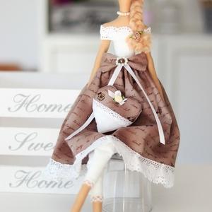 Tilda Shabby Chic baba kezében ajándék szívvel, csipkékkel, magadnak, vagy ajándékba bármilyen eseményre (Varrazslat) - Meska.hu