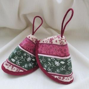 Edényfogó, fedőfogó, fülfogó -  rózsaszín és zöld, virágos mintával(2 db) (Varrgitka) - Meska.hu