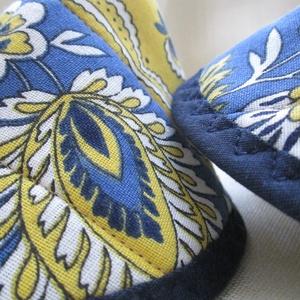 Edényfogó, fedőfogó, fülfogó - sárga-kék nagyvirágos mintával (2 db) - otthon & lakás - konyhafelszerelés - edényfogó & edényfedő - Meska.hu