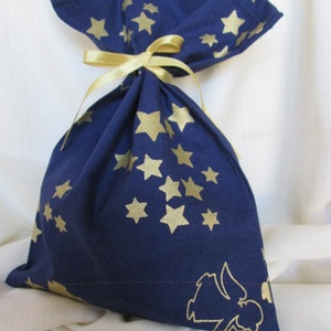 Ajándékzsák, mikulászsák, textilzsák - kék, arany csillagos, angyalos, Karácsony & Mikulás, Karácsonyi csomagolás, Varrás, Alapanyaga: pamutvászon.\nMérete: szélessége 19 cm, magassága 27 cm.\n\nSzalagot mellékelek hozzá.\n\nÖss..., Meska