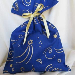 Ajándékzsák, mikulászsák, textilzsák - kék, arany csillagos, holdas, Karácsony & Mikulás, Karácsonyi csomagolás, Varrás, Alapanyaga: pamutvászon.\nMérete: szélessége 19 cm, magassága 27 cm.\n\nSzalagot mellékelek hozzá.\n\nAz ..., Meska