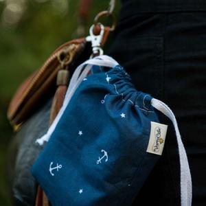 Textil zacskó tartó - Kék horgonyos, Zöldség/Gyümölcs zsák, Bevásárlás & Shopper táska, Táska & Tok, Varrás, Csini zacskókhoz csini tartó jár! Ezzel a kis kiegészítővel zacskóidat könnyen rendszerezheted, a ka..., Meska