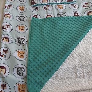 Babatakaró és párna - erdei állatok - minky - menta - maci - süni - mosómedve - róka - mókus, Otthon & Lakás, Lakástextil, Szett kiságyba, Varrás, - Pamutvászonból és kiváló minőségű minky anyagból készült\n- Takaró mérete: 80x90 cm\n- Párna mérete:..., Meska