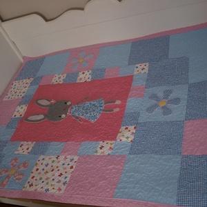 """nyuszis patchwork takaró , Gyerek & játék, Gyerekszoba, Falvédő, takaró, Varrás, 110 x 150 cm méretű takaró, mely teljes felületén \""""kukacolással\"""" van díszítve. \nAz anyag be volt ava..., Meska"""