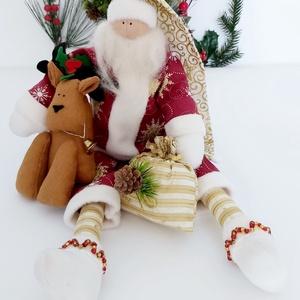 Mikulás rénszarvassal., Otthon & lakás, Dekoráció, Ünnepi dekoráció, Karácsony, Karácsonyi dekoráció, Karácsonyfadísz, Baba-és bábkészítés, Varrás, Mikulás rénszarvassal.\n46 cm magas.\nA babám Mikulás pamut anyagból, és kiegészitem hollofayberrel.\nH..., Meska