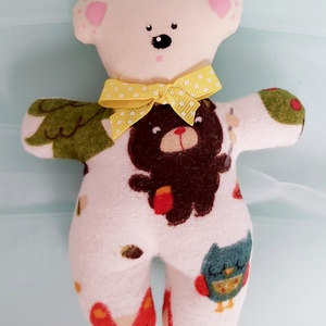 Kis medve., Gyerek & játék, Játék, Baba játék, Baba, babaház, Plüssállat, rongyjáték, Baba-és bábkészítés, Varrás, Kis flaneli medve.\nA medve pamut anyagból, és kiegészitem hollofayberrel.\nMagas 15 cm.\nAz ár 1 db vo..., Meska
