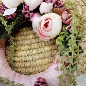 Kopogtató, Otthon & lakás, Lakberendezés, Koszorú, Ajtódísz, kopogtató, Vessző alapra selyemvirágokkal és festett szárított növénnyel készült kopogtató,tavaszi,nyári hangul..., Meska