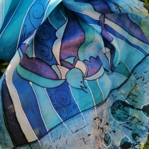 Selyemsál, Táska, Divat & Szépség, Ruha, divat, Sál, sapka, kesztyű, Sál, Kézzel festett selyemsál . 100% habotai selyem. Madármintás,csíkos, kék ,fehér fekete színű. Egyedi ..., Meska