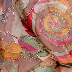 Kézzel festett hernyóselyem sál, Ruha & Divat, Sál, Sapka, Kendő, Sál, Selyemfestés, Kézzel festett hernyóselyemsál. Egyedi darab,csak hasonló készülhet belőle még.\nMintája falevelek és..., Meska