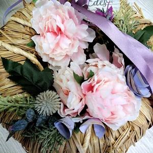 Pasztell kopogtató, Otthon & Lakás, Dekoráció, Ajtódísz & Kopogtató, Virágkötés, Természetes natúr színű anyag az alapja a kopogtatónak,erre került a púder színű selyemvirág.\nOtthon..., Meska