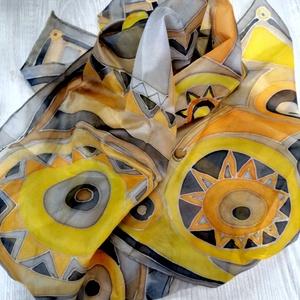 Szürke sárga tavasz , Ruha & Divat, Sál, Sapka, Kendő, Sál, Selyemfestés, 2021 színeivel festett selyemsál,geometrikus mintával. 100% habotai selyem. Ponge5\nEgyedi darab. 40x..., Meska