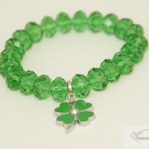 Zöld szerencse karkötő / Green Fortune bracelet, Ékszer, Karkötő, Ékszerkészítés, \nCsiszolt nagy (12 x 8 mm) üveg gyöngyökből (nem ásványok!) készítettem ezt a csillogó, szerencsét h..., Meska