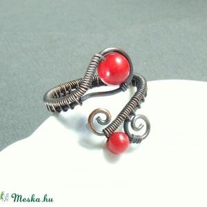 Piros korall gyöngyös gyűrű antikolt réz ékszer (VeraNasfa) - Meska.hu