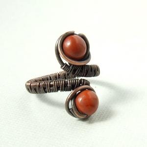 Vörös jáspis gyöngyös gyűrű antikolt réz ásvány ékszer (VeraNasfa) - Meska.hu