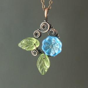 Türkiz kék virágos nyaklánc zöld levelekkel réz ékszer (VeraNasfa) - Meska.hu
