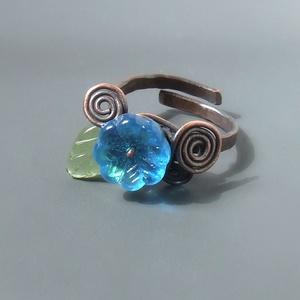 Türkiz kék virágos gyűrű zöld levéllel réz ékszer (VeraNasfa) - Meska.hu