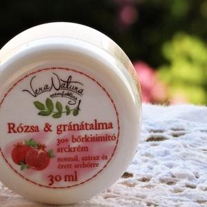 Rózsa és gránátalma 30+ bőrkisimító arckrém - normál, száraz és érett bőrre, Táska, Divat & Szépség, Szépség(ápolás), Kozmetikum, Kozmetikum készítés, 30ml\n\nEzt az arckrémet a rózsaszirmok finomsága ihlette, mely nőies és gondoskodó, lágyságot és szép..., Meska