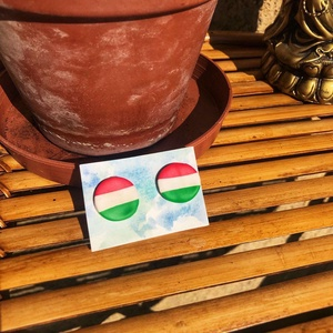 Magyar zászlós fülbevaló, Ékszer, Fülbevaló, Pötty fülbevaló, Gyurma, Hazánk zászlajának színeivel mintázott szurkolói fülbevaló., Meska