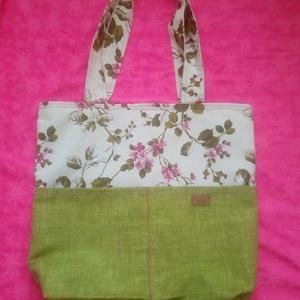 Virág mintás táska, Táska, Divat & Szépség, Táska, Szatyor, Válltáska, oldaltáska, Varrás, Vastagabb virágos vászonból készült vidám bélelt táska mely mágneszárral záródik. Használhatod akár ..., Meska