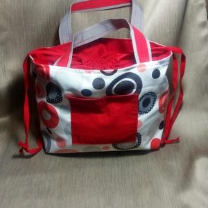 Piros mintás kézi táska, Nagy pakolós táska, Kézitáska & válltáska, Táska & Tok, Varrás, Piros mintás kézi táska városba, piacra, strandra.\nVastag pamutvászonból készítettem piros pamuttal ..., Meska