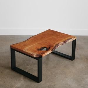 """Szélezetlen cseresznye dohányzóasztal \""""MUEBLE\"""", Otthon & Lakás, Bútor, Asztal, Famegmunkálás, Tömör cseresznyefa dohányzóasztal, klasszikus kivitelben.  Robosztus és vagány.\n\nAz asztal lapjához ..., Meska"""