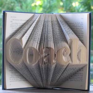 Könyvszobrászat  Coach  Rendelhető!, Könyvszobor, Dekoráció, Otthon & Lakás, Papírművészet, Újrahasznosított alapanyagból készült termékek, Közeledik szeretted, ismerősöd születésnapja és  egy különleges, egyedi, maradandó ajándékot szeretn..., Meska