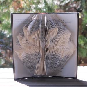Könyvszobrászat  Családfa Rendelésre!, Könyvszobor, Dekoráció, Otthon & Lakás, Papírművészet, Újrahasznosított alapanyagból készült termékek, Ez egy fa. Hogy lesz ebből családfa?\nA Te segítségeddel!\n\nKészítsük el együtt a családi ajándékot!\nÉ..., Meska