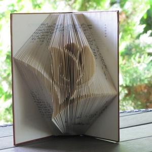 Könyvszobrászat tulipán Rendelhető!, Könyvszobor, Dekoráció, Otthon & Lakás, Papírművészet, Újrahasznosított alapanyagból készült termékek, Közeledik édesanyád születésnapja?\n\nLepd meg Öt egy különleges, egyedi, maradandó ajándékkal.\n\nEz a ..., Meska