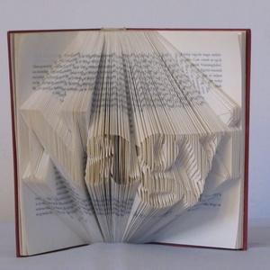 Könyvszobrászat  Nagyi Rögtön vihető!, Otthon & lakás, Lakberendezés, Dekoráció, Papírművészet, Újrahasznosított alapanyagból készült termékek, Közeledik a nagyid születésnapja és valami különleges, egyedi, maradandó ajándékot szeretnél?\n\nAkkor..., Meska