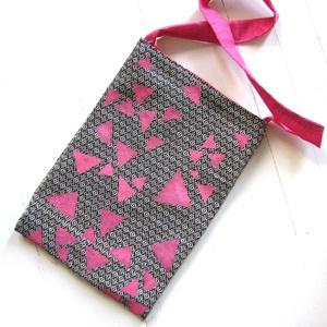 Szövött táska háromszögekkel, Táska, Divat & Szépség, Táska, Válltáska, oldaltáska, Szatyor, Tarisznya, Táska általam tervezett szövetből varrva, geometrikus mintával díszítve. Belsejét rózsaszín szövette..., Meska